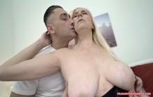 Mature slut gets her hairy cunt ploughed