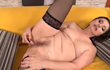 Horny Barbarella in solo pussy play