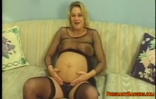 Blonde mom with hairy cunt gets eaten out